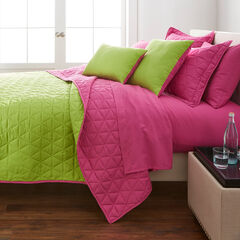 BH Studio Triangle Reversible Quilt, FUCHSIA GREEN APPLE