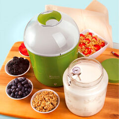 Euro Cuisine Yogurt & Greek Yogurt Maker with Glass Jar, GREEN