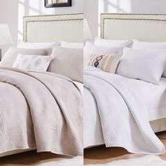Barefoot Bungalow Parker White Quilt and Pillow Sham Set,