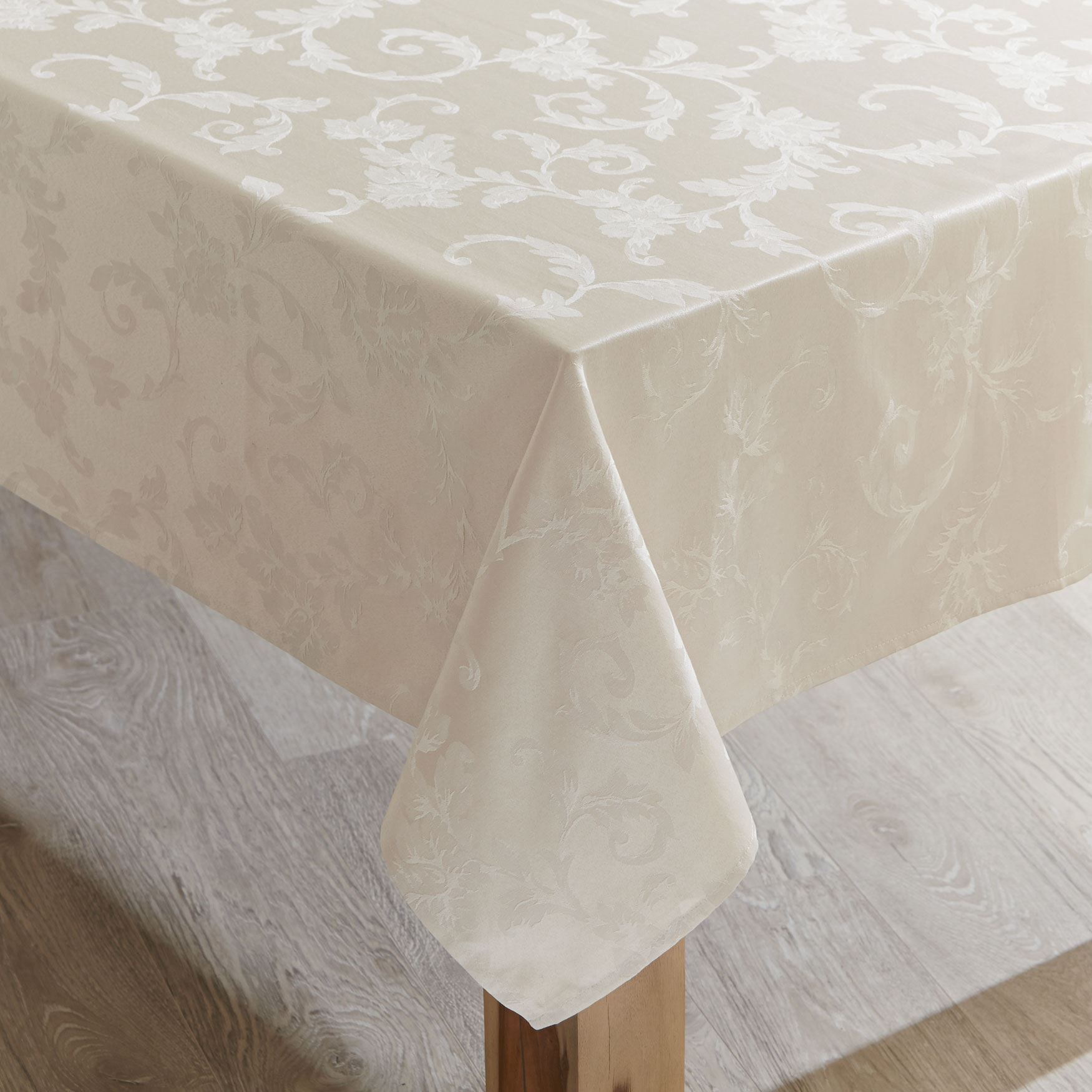 Grand Luxe Tablecloth Collection,