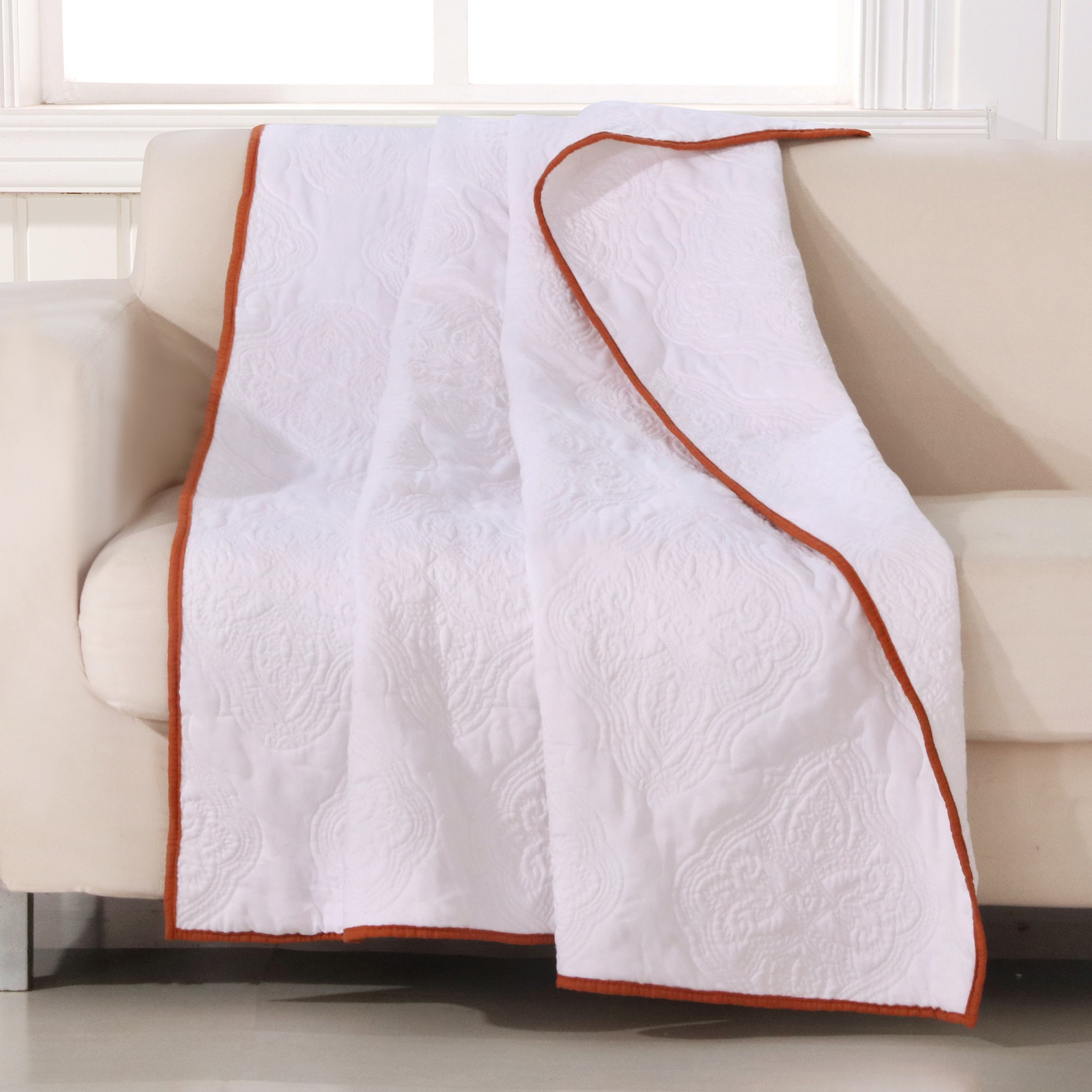 Cameo Quilted Throw Blanket, WHITE