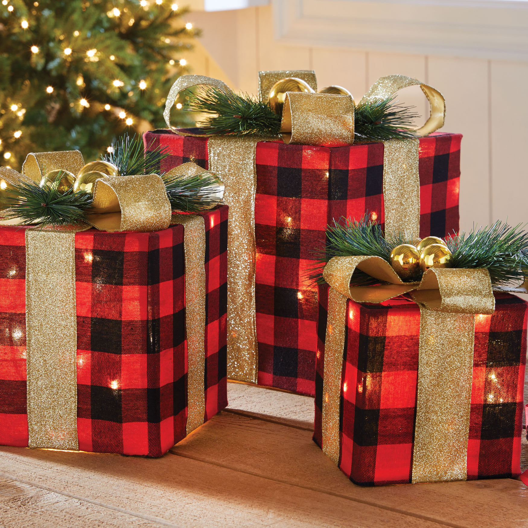 Pre-Lit Buffalo Plaid Gift Boxes, Set of 3, MULTI
