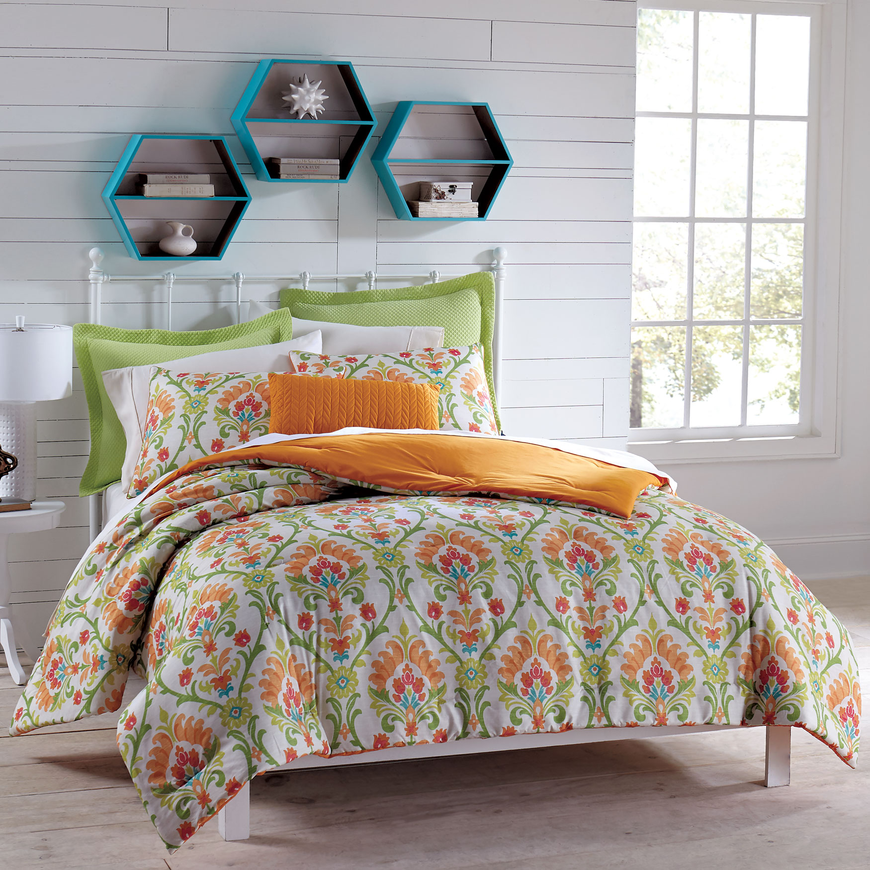 Antigua Floral Pattern Comforter,