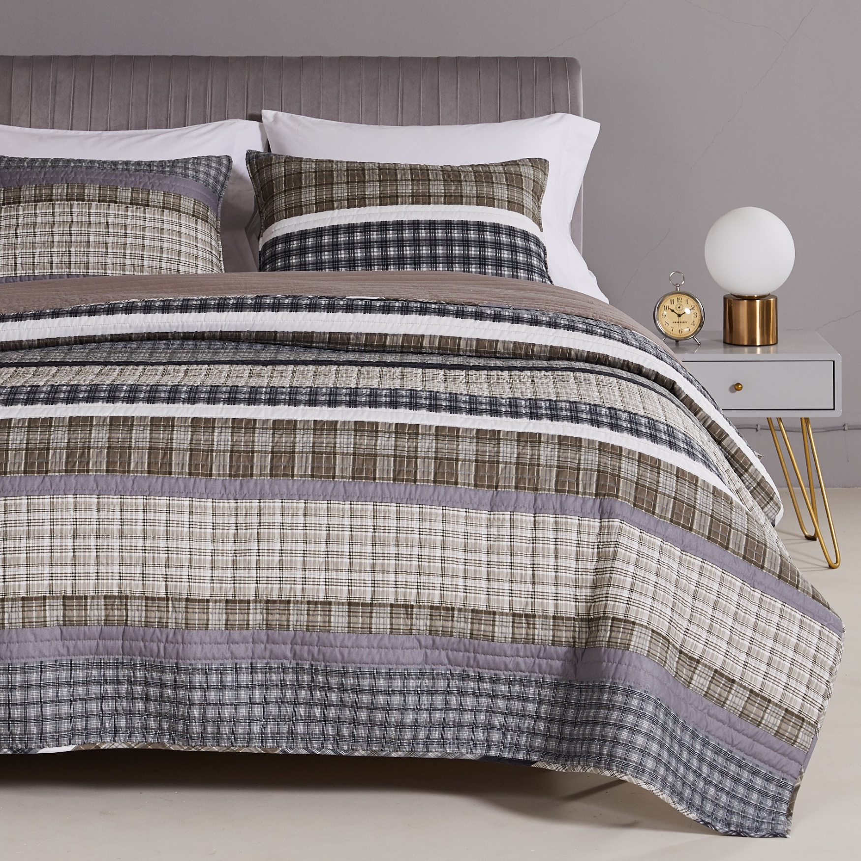 Gold Rush Gray Quilt and Pillow Sham Set,