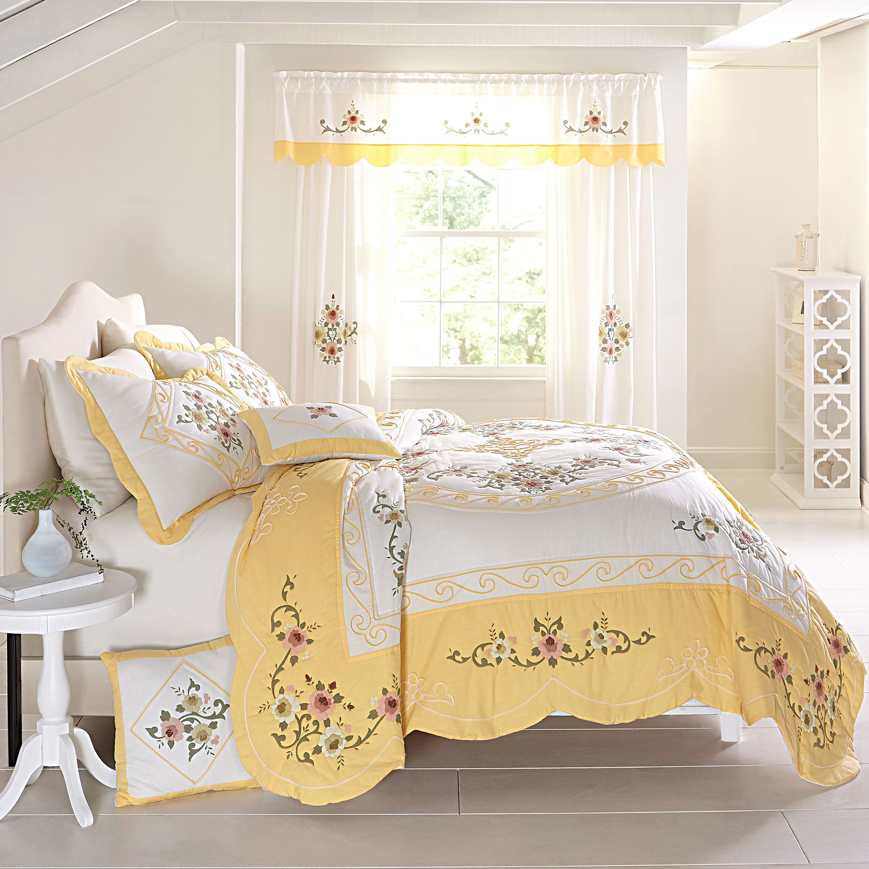 Ava Oversized Embroidered Cotton Quilt,