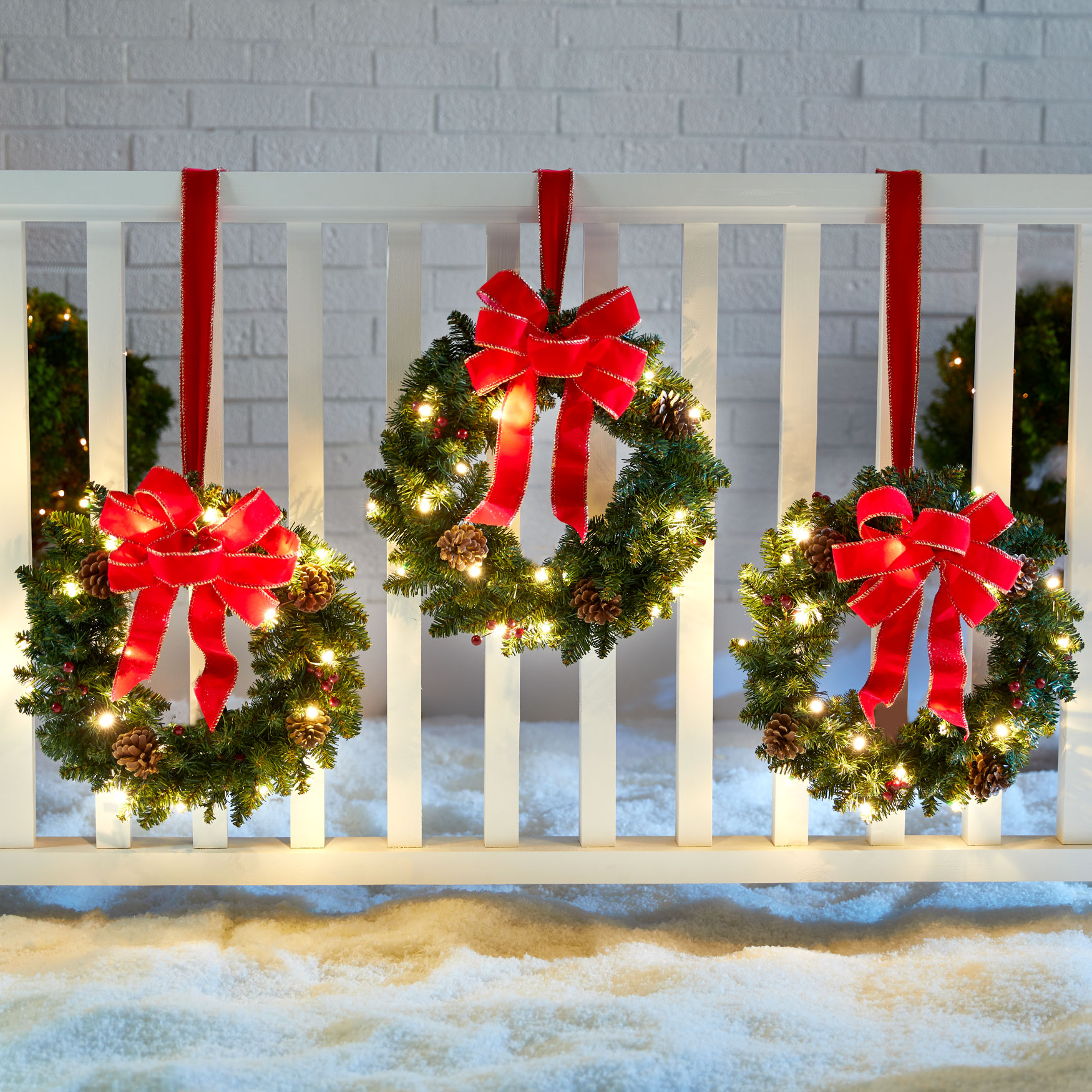 Set Of 3 Cordless Pre-Lit Mini Christmas Wreaths , BERRIES