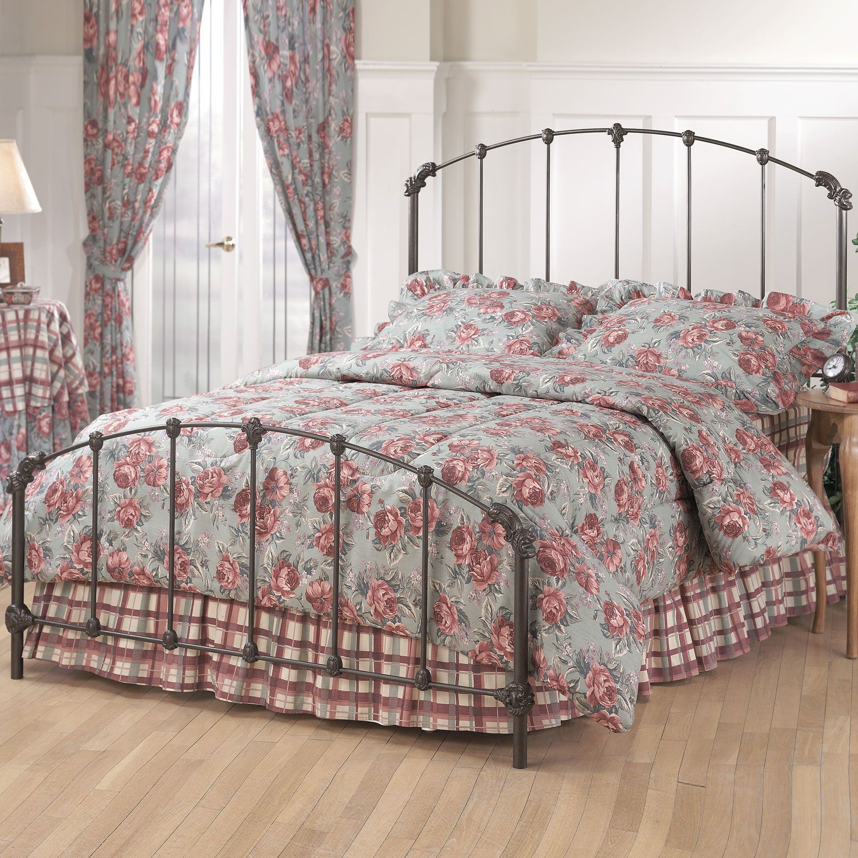 Full Bed with Bed Frame, 76'x56'x56',